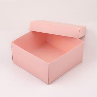 Подарочная розовая коробочка из картона 20x20x10 см