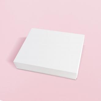 Подарочная белая коробочка из картона 28x23x5 см