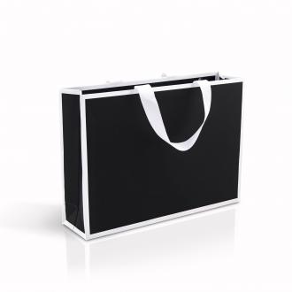 Пакет горизонтальный черного цвета, для одежды