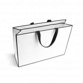Пакет горизонтальный белого цвета, для одежды