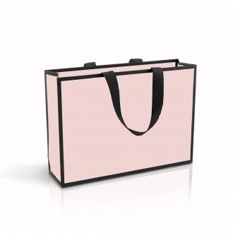 Пакет горизонтальный розового цвета, для одежды